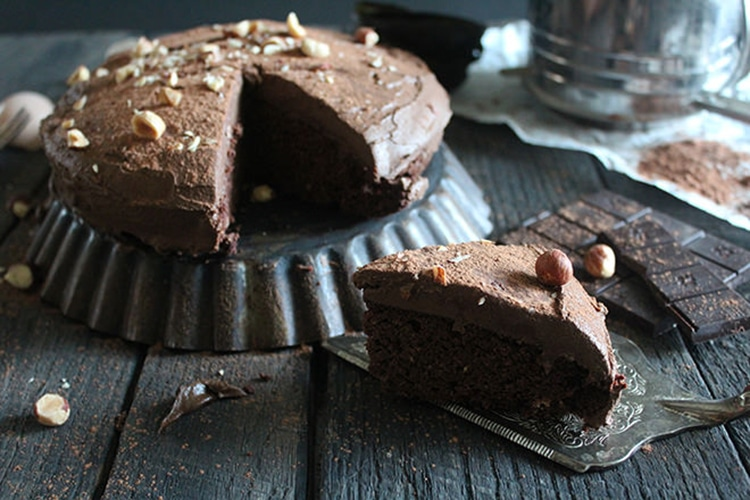 chocolate-coconut-flour-cake-with-chocolate-mousse