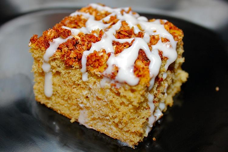 cinnamon-streusel-protein-cake