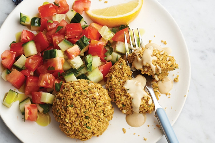 falafel-nuggets-with-tomato-and-cucumber