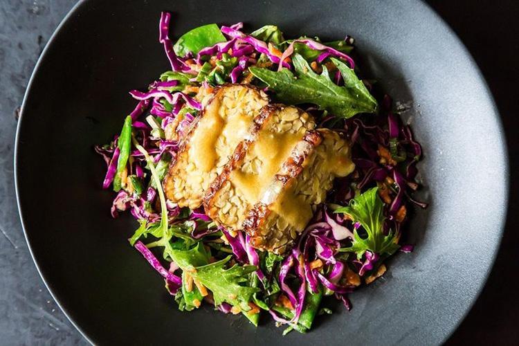 snowpea-cabbage-mizuna-salad-with-seared-tempeh