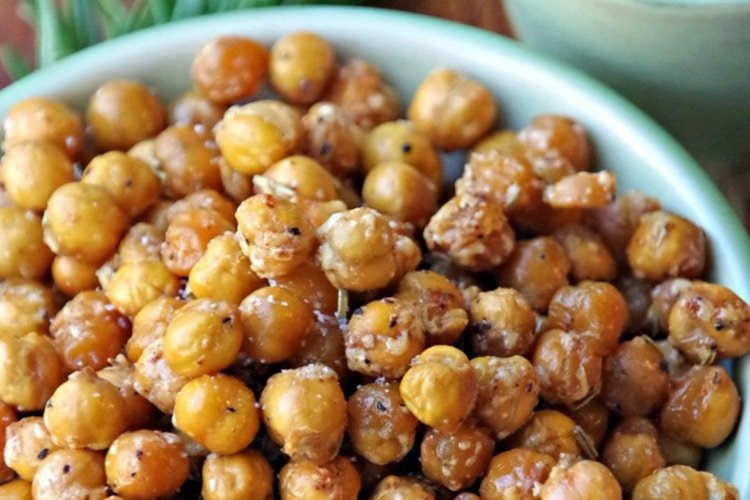 Spicy-Roasted-Chickpeas-Snack-Recipe-with-Rosemary-and-Garlic-make-a-great-high-protein-snack
