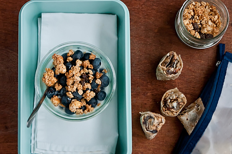 greek-yogurt-blueberries-granola