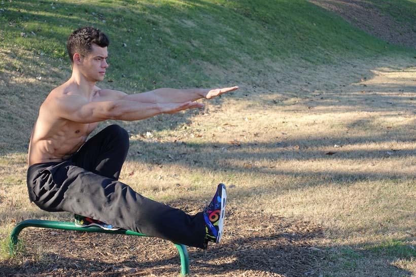 man doing a bodyweight squazt